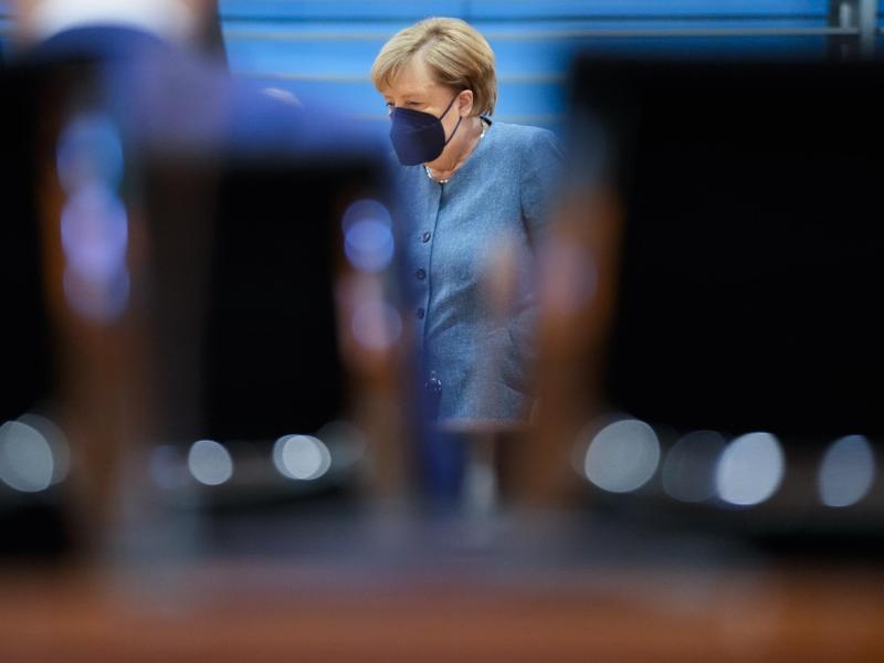 Bundeskanzlerin Angela Merkel (CDU) kommt zur letzten Kabinettssitzung der Bundesregierung vor der Bundestagswahl im Kanzleramt. Foto: Markus Schreiber/Pool AP/dpa