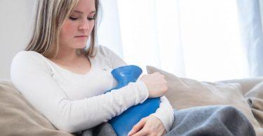 Viele Frauen berichten nach der Corona-Impfung von einer Zyklusstörung. Ein Zusammenhang ist bisher jedoch nicht wissenschaftlich belegt. Foto: Christin Klose/dpa-tmn