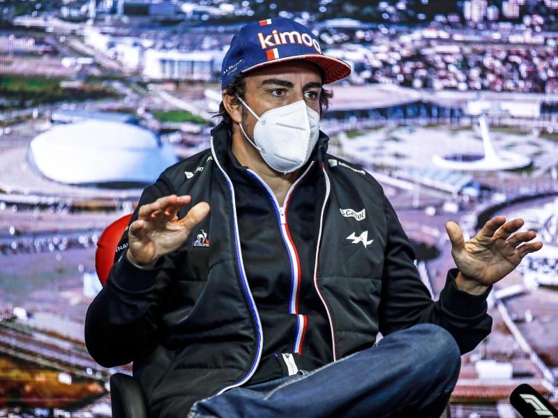 Fernando Alonso will auch mit 40 Jahren nicht einfach nur mitfahren und hat noch große Ziele. Foto: Xavi Bonilla/Pool DPPI/AP/dpa