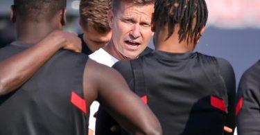 Trainer Jesse Marsch (M) und seine Leipziger stehen schon nach fünf Spieltagen unter Druck. Foto: Jan Woitas/dpa-Zentralbild/dpa