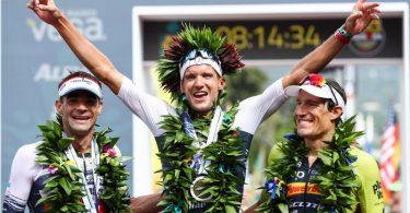 Jan Frodeno (M) feiert auf Hawaii beim letzten Ironman 2019 seinen Sieg. Foto: David Pintens/BELGA/dpa