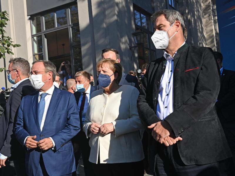 Wahlkampfabschluss in München: Armin Laschet, Angela Merkel und Markus Söder. Foto: Sven Hoppe/dpa Pool/dpa