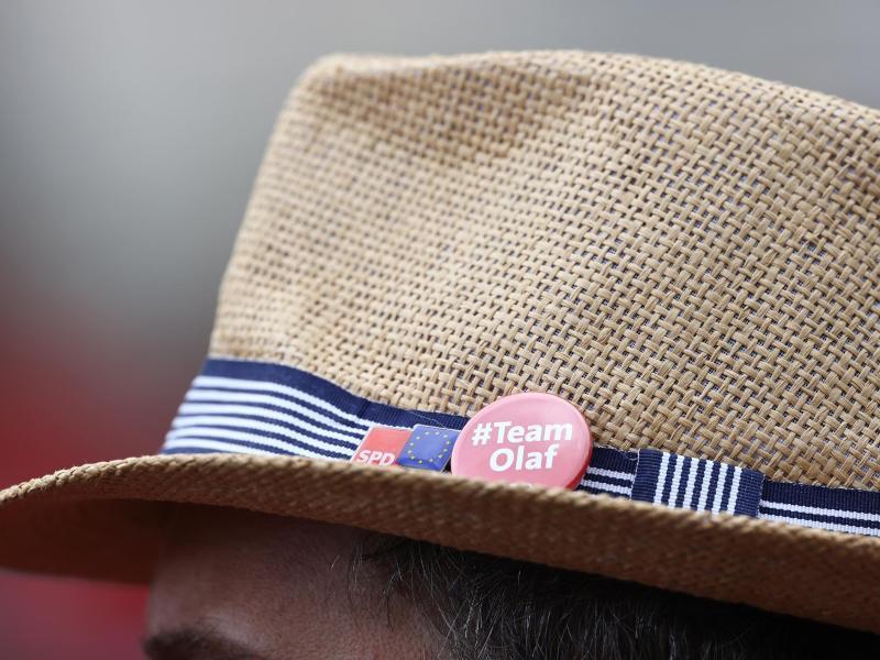 Im Wahlkampf gelang es Olaf Scholz, mit den noch bis in den Juli hinein bei 15 bis 16 Prozent liegenden Sozialdemokraten in den Umfragen an Union und Grünen vorbeizuziehen. Foto: Rolf Vennenbernd/dpa
