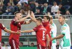 Thomas Müller (3.v.r) schoss die Bayern in Fürth schon früh in Führung. Foto: Daniel Karmann/dpa