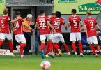 Der SC Freiburg verabschiedet sich mit einem : gegen den SCAugsburg aus dem vor 67 Jahren errichteten Dreisamstadion. Foto: Philipp von Ditfurth/dpa