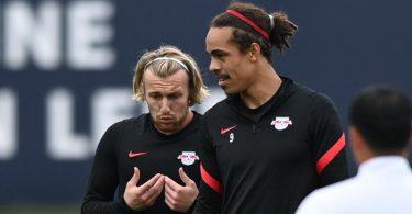 Gegen den FC Brügge gesetzt: Die Leipziger Torjäger Emil Forsberg (l) und Yussuf Poulsen. Foto: Hendrik Schmidt/dpa-Zentralbild/dpa