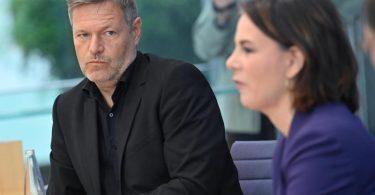 Robert Habeck und Annalena Baerbock bei einer Pressekonferenz zum Ausgang der Bundestagswahl. Foto: Bernd Von Jutrczenka/dpa