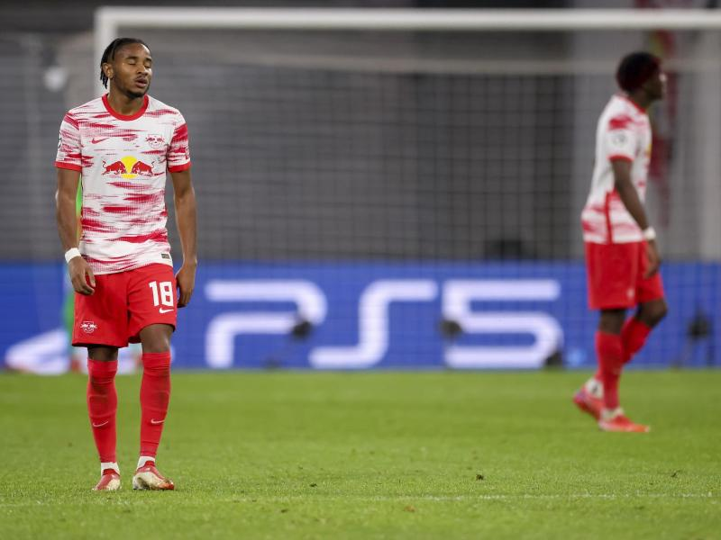 Nach dem Spiel lassen die Leipziger die Köpfe hängen. Foto: Jan Woitas/dpa-Zentralbild/dpa