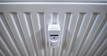 Es warm in der Wohnung zu haben wird für die meisten Haushalte in Deutschland deutlich teurer. (Archivbild). Foto: Sina Schuldt/dpa