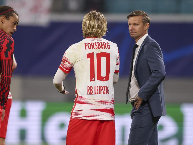 Leipzigs Trainer Jesse Marsch (r) war negativ überrascht vom Einbruch seiner Mannschaft. Foto: Jan Woitas/dpa-Zentralbild/dpa
