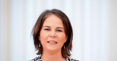 Annalena Baerbock, Bundesvorsitzende von Bündnis 90/Die Grünen, gibt eine Pressekonferenz zu den bevorstehenden Sondierungsgesprächen. Foto: Kay Nietfeld/dpa