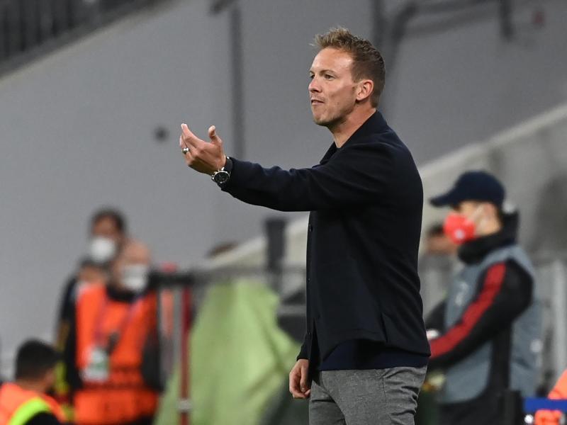 Da geht's lang: Bayern-Coach Julian Nagelsmann gibt die Richtung vor. Foto: Sven Hoppe/dpa