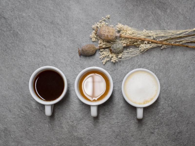 Ob schwarz, mit Milch oder etwas Schaum: Damit ein Kaffee wirklich gelingt, sollte man einiges bei der Zubereitung beachten. Foto: earlybird coffee GmbH/dpa-tmn