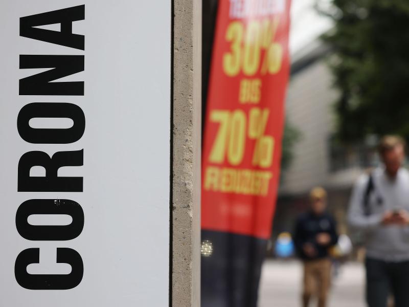 Die Sieben-Tage-Inzidenz der Corona-Neuinfektionen ist im Vergleich zum Vortag etwas gestiegen. Foto: Oliver Berg/dpa