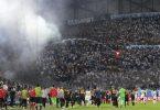 Während des Fußballspiels der Europa League Gruppe E zwischen Marseille und Galatasaray ist es zu schweren Ausschreitungen gekommen. Foto: Daniel Cole/AP/dpa