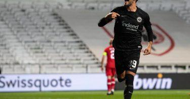 Frankfurts Goncalo Paciencia jubelt nach seinem Treffer zum 1:0. Foto: Marius Becker/dpa