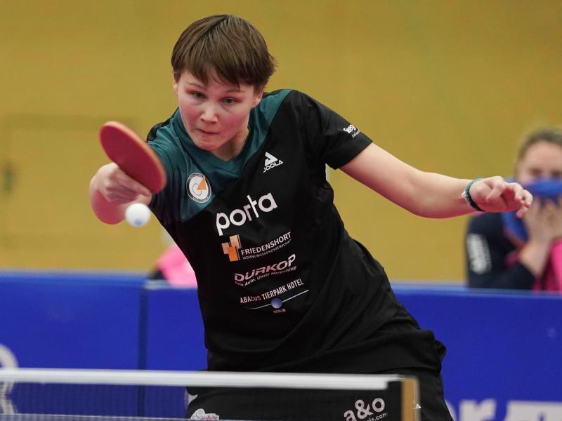 Die deutschen Tischtennis-Frauen um Nina Mittelham besiegten Polen deutlich. Foto: Jörg Carstensen/dpa