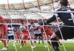 Marc Oliver Kempf (M) trifft zum Stuttgarter 1:0 - Hoffenheims Torwart Oliver Baumann (r) bleibt chancenlos. Foto: Tom Weller/dpa