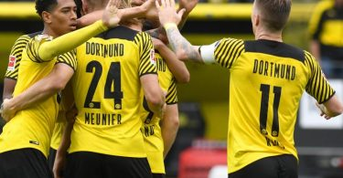 Borussia Dortmund hat gegen den FCAugsburg auch ohne Star-Stürmer Erling Haaland drei Punkte errungen. Foto: Bernd Thissen/dpa