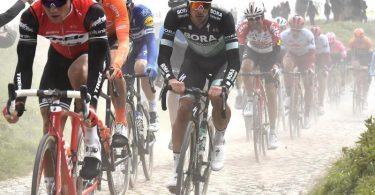 Beim Radklassiker Paris-Roubaix sind Fahrer auf Kopfsteinpflaster unterwegs. Foto: Dirk Waem/BELGA/dpa