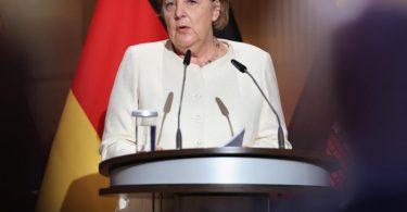 Bundeskanzlerin Angela Merkel (CDU) spricht beim Festakt zum Tag der Deutschen Einheit in der Händel-Halle. Foto: Jan Woitas/dpa POOL/dpa