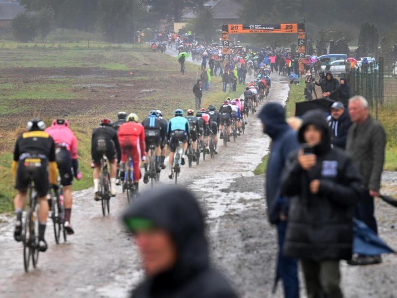 Das Rennen über die Kopfsteinpflasterpassagen ist auch als «Hölle des Nordens» bekannt. Foto: David Stockman/BELGA/dpa