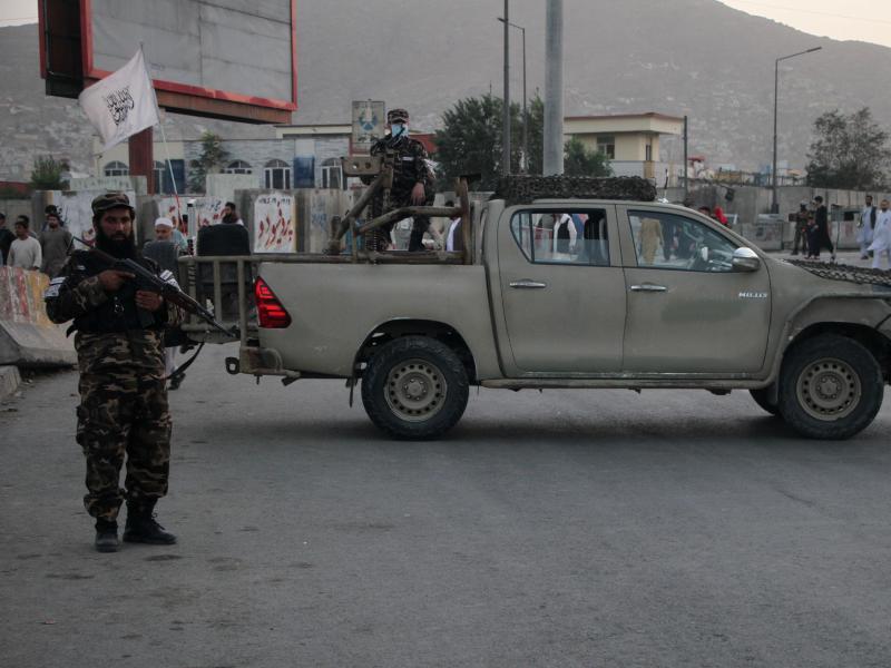 Bei einem Bombenanschlag in Kabul nahe der Trauerfeier für die Mutter eines hochrangigen Taliban-Funktionärs sind mehrere Zivilisten getötet worden. Foto: Saifurahman Safi/XinHua/dpa