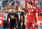 Die Bayern um Weltfußballer Robert Lewandowski (r) verloren überraschend gegen Eintracht Frankfurt. Foto: Matthias Balk/dpa