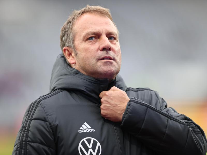 Bundestrainer Hansi Flick bereitet die deutsche Nationalmannschaft in Hamburg auf die anstehenden Aufgaben vor. Foto: Christian Charisius/dpa