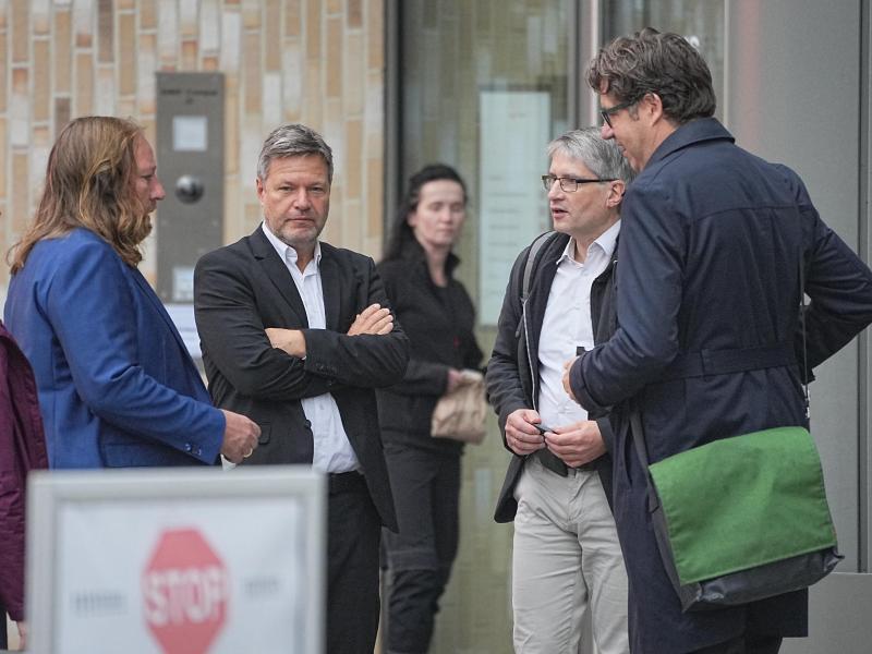 Die grünen Sondierer Anton Hofreiter, Robert Habeck, Sven Giegold und Michael Kellner. Foto: Michael Kappeler/dpa