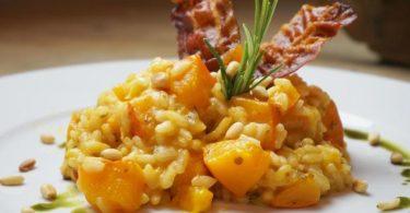 Das Risotto ist genau richtig, wenn es eine cremige Konsistenz, der Reis aber noch etwas Biss hat. Foto: Doreen Hassek/hauptstadtkueche.blogspot.com/dpa-tmn