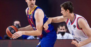 Pau Gasol (l) beendet seine erfolgreiche Basketball-Karriere. Foto: Marius Becker/dpa