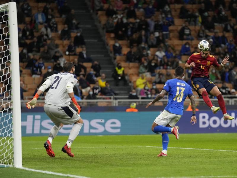 Der Spanier Ferran Torres (r) erzielte beide Treffer. Foto: Antonio Calanni/AP/dpa