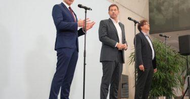 Grünen-Bundesgeschäftsführer Michael Kellner (r.), SPD-Generalsekretär Lars Klingbeil (m.) und Volker Wissing, Generalsekretär der FDP, während einer Pressekonferenz. Foto: Kay Nietfeld/dpa