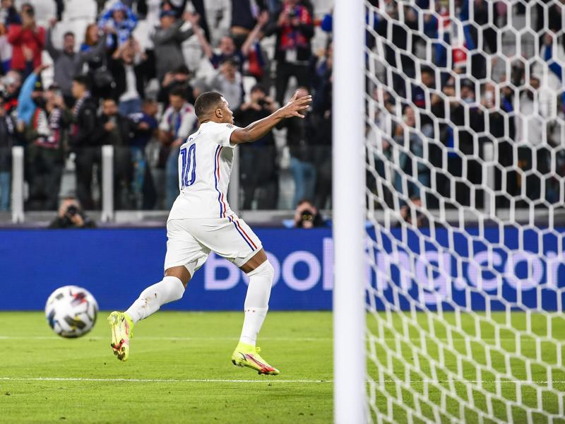 Kylian Mbappe jubelt nach seinemTreffer für die Franzosen. Foto: Fabio Ferrari/LaPresse/AP/dpa