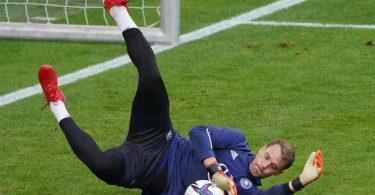 DFB-Torwart Manuel Neuer soll Probleme mit den Adduktoren haben. Foto: Marcus Brandt/dpa