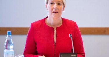 Die SPD mit Spitzenkandidatin Franziska Giffey präferiert die Sondierung in zwei Dreierformaten ohne die Union. Foto: Christophe Gateau/dpa