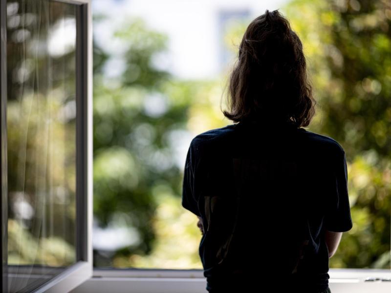 Psychische Störungen bei Frauen haben in der Pandemie deutlich mehr zugenommen als bei Männern. Foto: Fabian Sommer/dpa