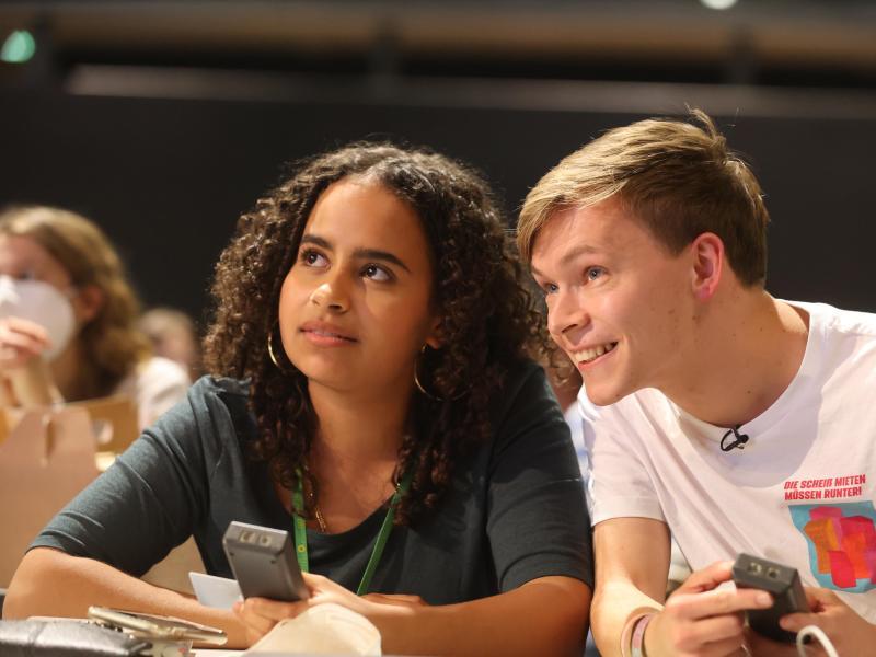 Sarah-Lee Heinrich und Timon Dzienus sind die neu gewählte Spitze der Grünen Jugend. Foto: Bodo Schackow/dpa-Zentralbild/dpa