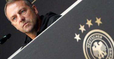 Bundestrainer Hansi Flick bei der Pressekonferenz vor der Abreise nach Skopje auf dem Podium. Foto: Marcus Brandt/dpa