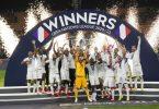 Frankreichs Spieler feiern ihren Sieg. Foto: Luca Bruno/AP/dpa