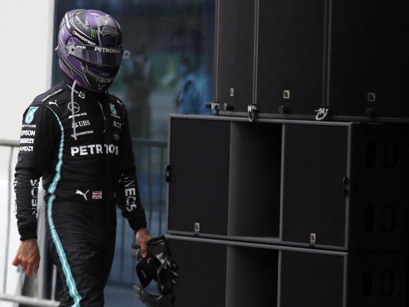 War nach dem Istanbul-Rennen sichtlich bedient:Mercedes-Pilot Lewis Hamilton. Foto: Umit Bektas/Pool'Reuters/AP/dpa