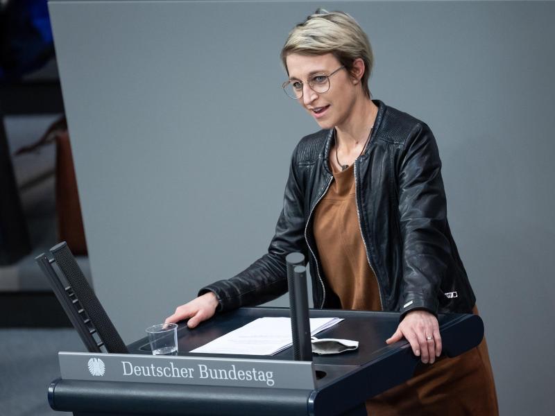 Nadine Schön (CDU) spricht bei der Plenarsitzung im Deutschen Bundestag. (Archivbild). Foto: Bernd von Jutrczenka/dpa
