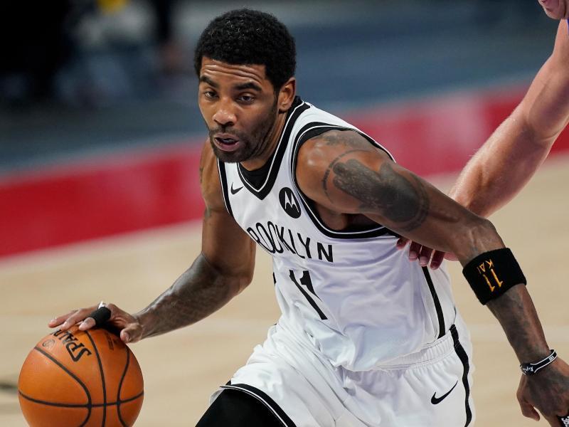 Darf bis auf weiteres weder bei den Brooklyn Nets trainieren noch spielen: Topstar Kyrie Irving. Foto: Carlos Osorio/AP/dpa