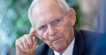 Wolfgang Schäuble (CDU), Bundestagspräsident, im Gespräch mit der Deutschen Presse-Agentur. Foto: Kay Nietfeld/dpa