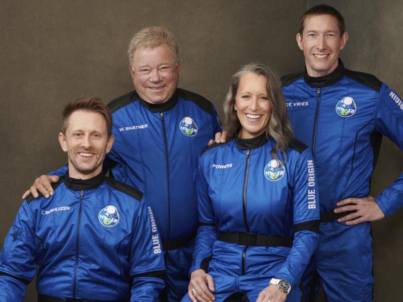 Mit 90 Jahres endlich ins echte All: William Shatner ist nun der älteste je ins All gereiste Mensch. Foto: -/Blue Origin via AP/dpa