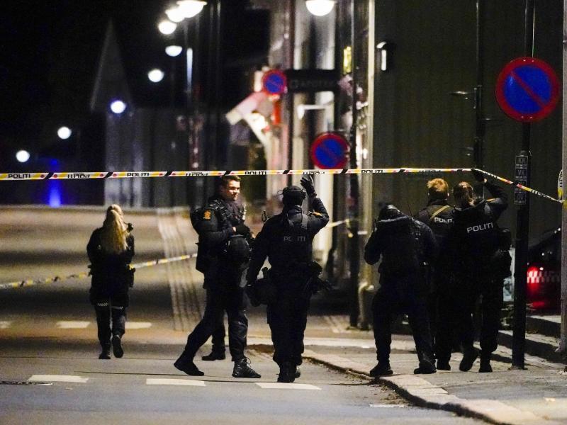 Ermittlungen im Zentrum von Kongsberg. Foto: Håkon Mosvold Larsen/NTB/dpa