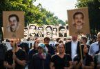 Demonstranten während einer Kundgebung mit Porträt-Abbildungen der NSU-Opfer im August 2018 in München. Foto: Lino Mirgeler/dpa/Archiv