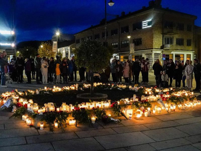 Gedenken an die Opfer. Foto: Terje Bendiksby/NTB/dpa