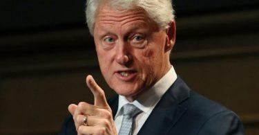 Bill Clinton bei einer Konferenz im irischen Dublin. Der ehemalige US-Präsident ist in ein Krankenhaus im US-Staat Kalifornien eingeliefert worden. Foto: Brian Lawless/PA Wire/dpa